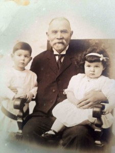 Joseph Schonthal with grandchildren Sam and Hermine. Abt. 1915. Photo courtesy of Fred Summer